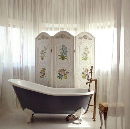 белая ширма в ванной