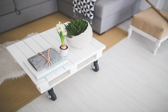 белый столик на колесиках