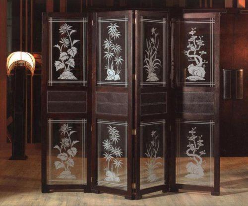 деревянная ширма со стеклянными вставками