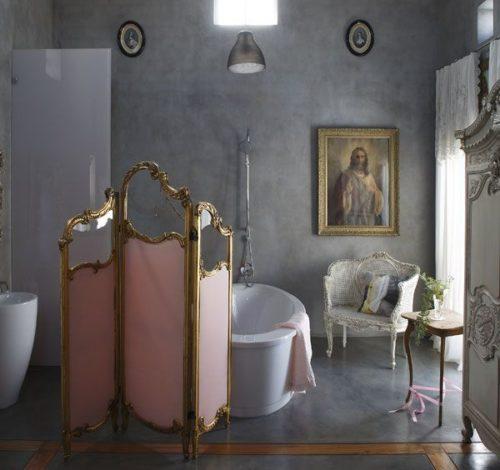 изящная ширма в ванной комнате