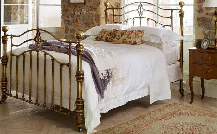 латунная кровать