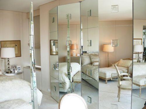 зеркальная ширма расширяет пространство