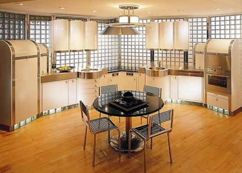 стенка из стеклянных блоков в кухне