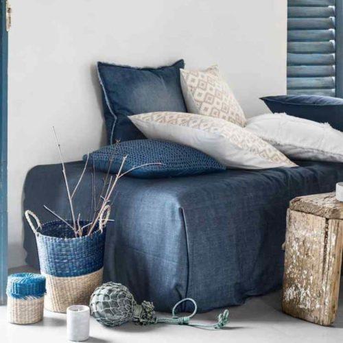 джинсы в интерьере дома