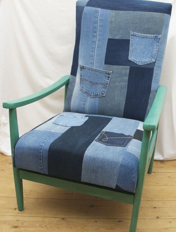 кресло из кусочков джинс