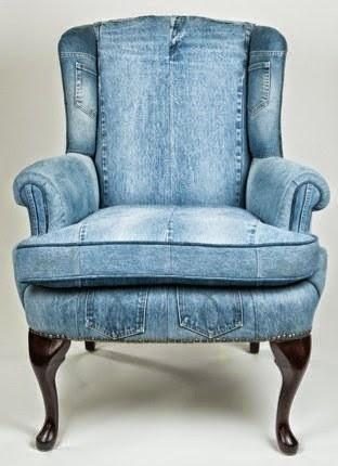кресло из светлой джинсовой ткани