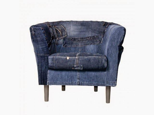 кресло из темной джинсовой ткани