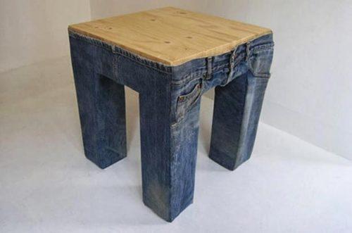необычный табурет из старых джинс
