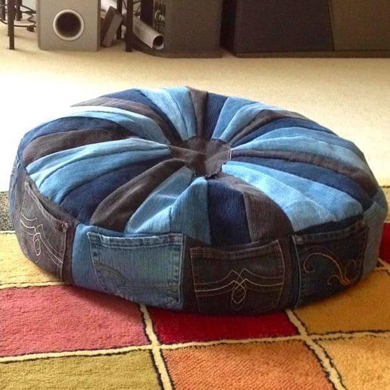 пуфик-лежанка из джинс