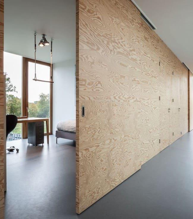 зонирование помещения деревянными перегородками-купе